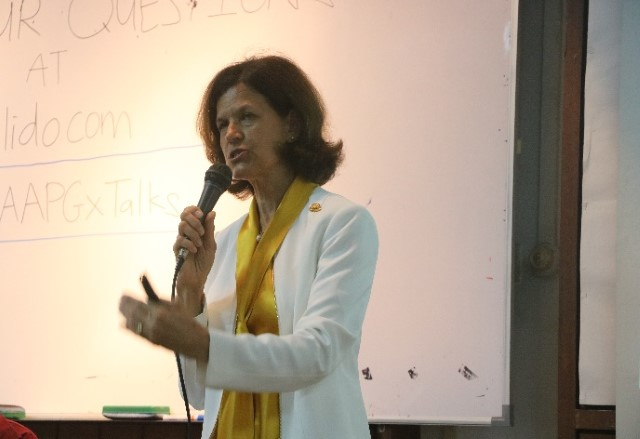 Denise Cox speaking to Students of UM.